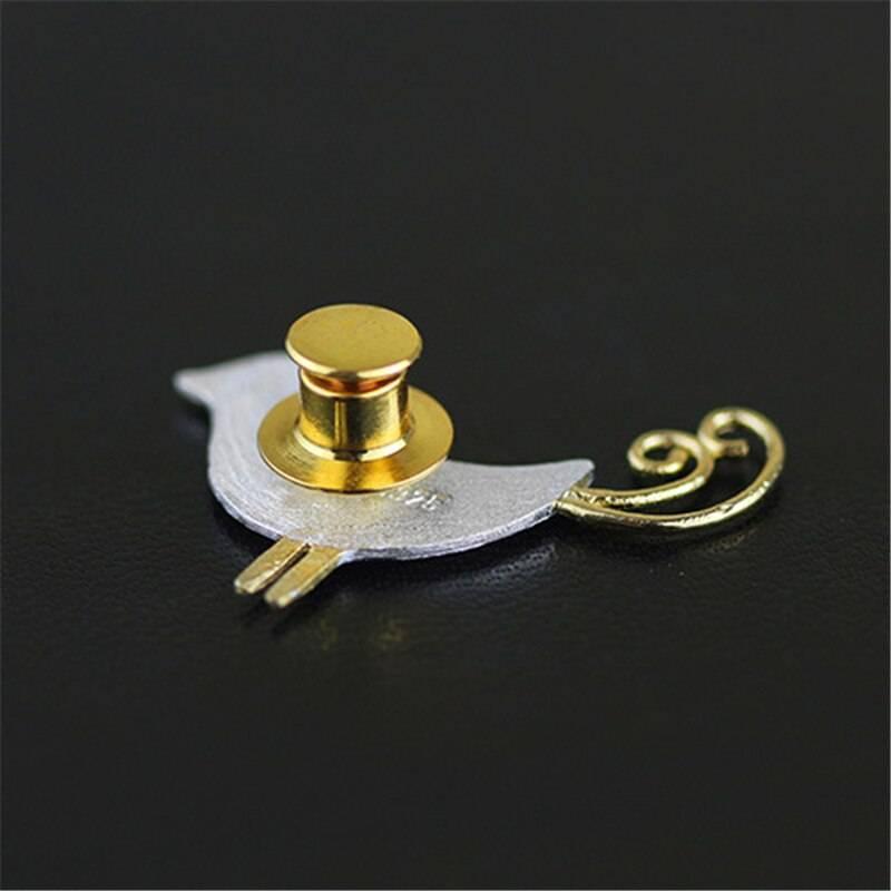 Silber-Pin, Kleiner Vogel mit Ringelschwanz, gebürstet und teil-vergoldet | 925 Brosche 925 Silber Broschen 3