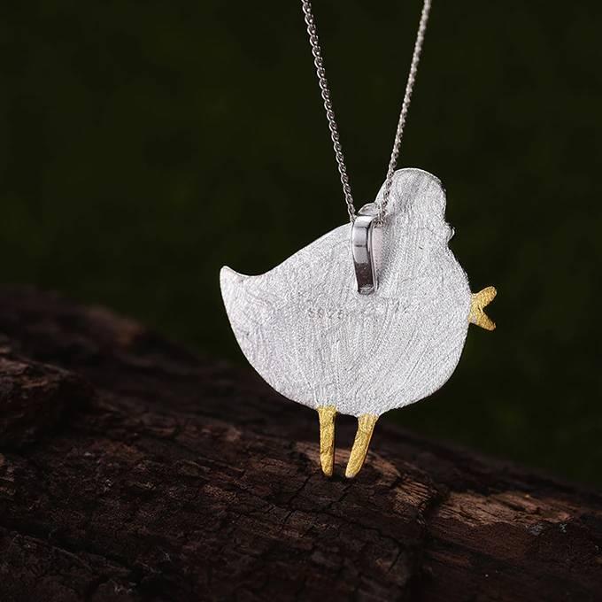 Kleiner Vogel mit Hut, gebürstet und teilvergoldet | 925 Anhänger 925 Ketten-Anhänger 4