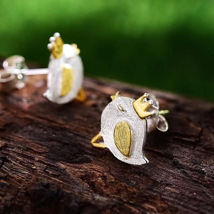 Kleiner Vogel mit Krone, gebürstet und teil-vergoldet   925 Ohrstecker 925 Ohrstecker klein 3